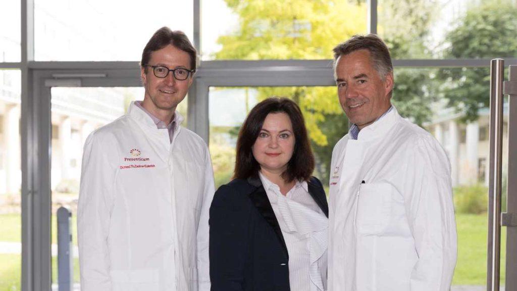 Анна Веген с немецкими врачами