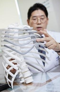 Искусственная грудина распечатанная на 3-D принтере